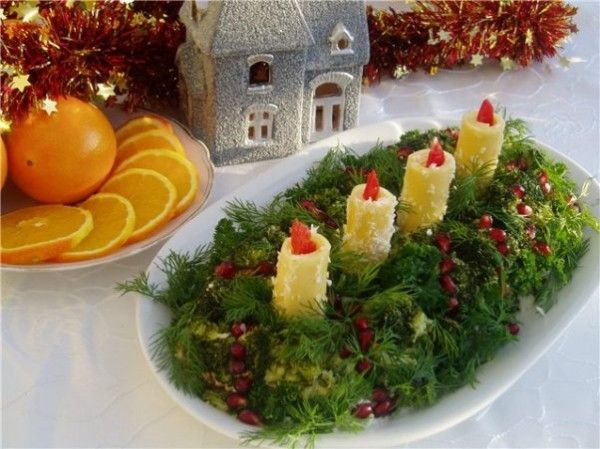 christmas themed food salad ideas dill coveres candles middle