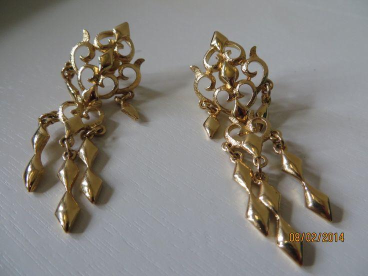 Holiday sale Vintage MONET Earrings,Chandelier earrings,Signed Monet Earring - by Mayuls on Etsy