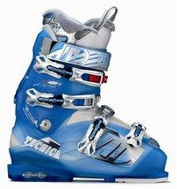 Chaussures Attiva de Tecnica - Ski fashion - Des chaussures spécial femmes à la fois performantes, chaudes et confortables. Doublées de laine polaire, dotées d'une coque assouplie et de talonnettes amovibles pour rehausser le pied si nécessaire...