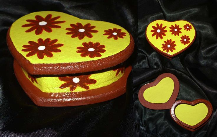 Caja corazón amarillo flor 10x7 cm.