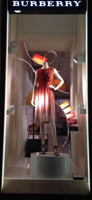 Ah hit color palette for your summer Outfit. By Burberry - Milan fashion windows