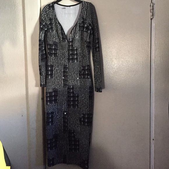 Night out black and white dress V cut Black and white night out dress perfect for just about any occasion! Only worn once it's in perfect conditions from when bought!! Monaco USA Dresses