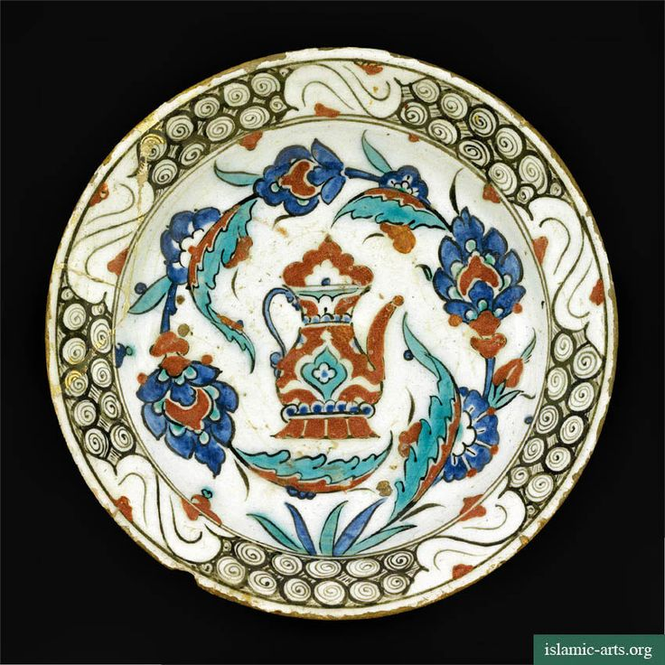 AN IZNIK POLYCHROME POTTERY DISH, TURKEY, CIRCA 1600