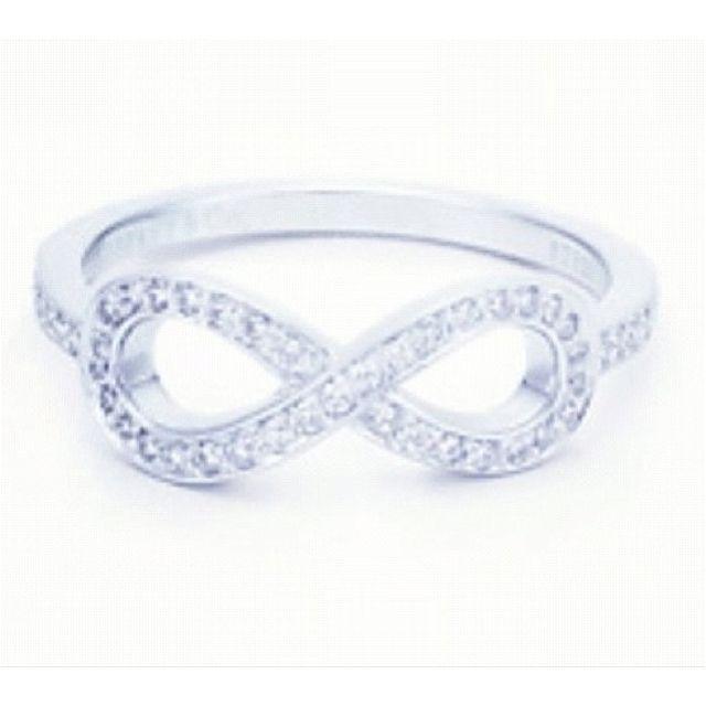 El simbolo de este anillo...muy apropiado. (Anillo de compromiso)