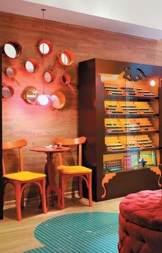 """Normalmente ao abrir um estabelecimento comercial a grana fica """"curta"""" e a decoração sofre… Pensando nisso, selecionei algumas ideias para decorar bar, restaurante e vitrines de lojas, que tem um efeito legal e são simples e baratas… cheias de criatividade..."""