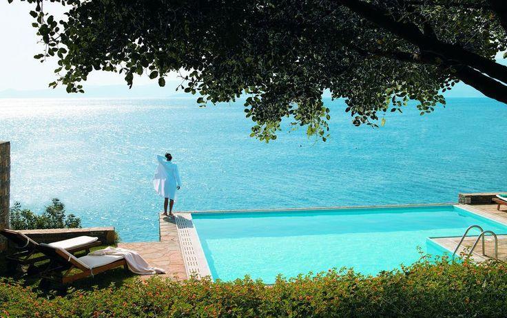 Ihr wollt den reinen Luxus? Dann werden Euch diese Hotelzimmer mit eigenem Pool in Griechenland gefallen. Einchecken und abtauchen!
