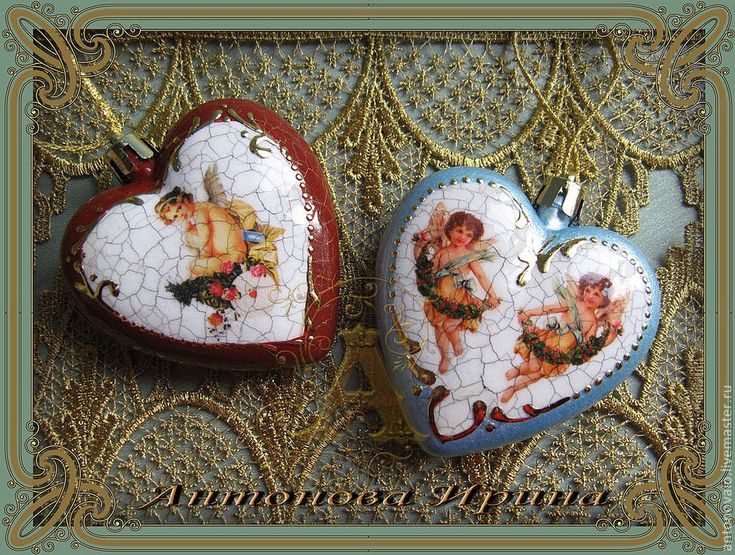 Купить или заказать Набор елочных игрушек-'Два сердца' в интернет-магазине на Ярмарке Мастеров. Комплект елочных игрушек.Выполнены в технике декупаж.Изображение только с лицевой стороны.Украшены …