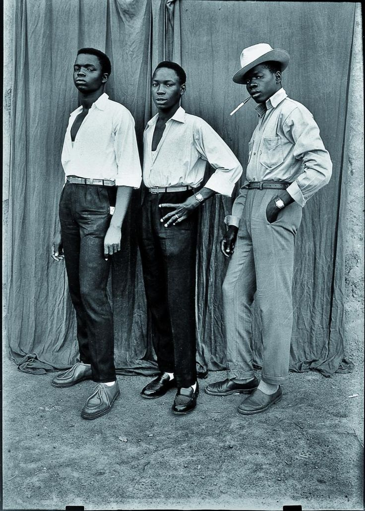 Seydou Keïta Sans titre, 1952-56 Tirage argentique moderne 180 x 120 cm Genève, Contemporary African Art Collection © Seydou Keïta / SKPEAC / photo courtesy CAAC – The Pigozzi Collection, Genève
