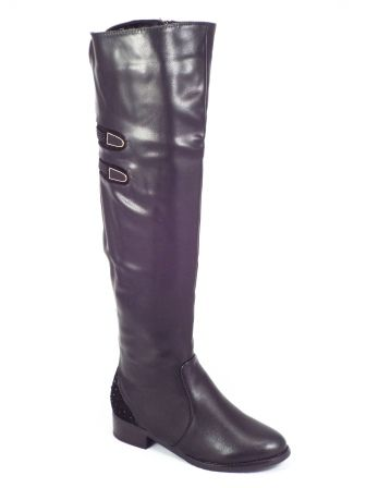Cizme dama negre toc 3,5 cm Luanna  Acest model de cizme dama negre inalteeste confectionat din piele ecologicade calitate superioara in combinatie cu piele eco care imita cu succes pielea intoarsa.De asemenea, cizmele de dama negre prezentate sunt accesorizate pe anumite portiuni cu s