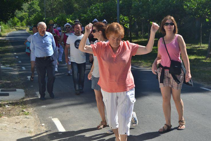 Vecinos bailando en las Fiestas de San Pelayo de Puentedey
