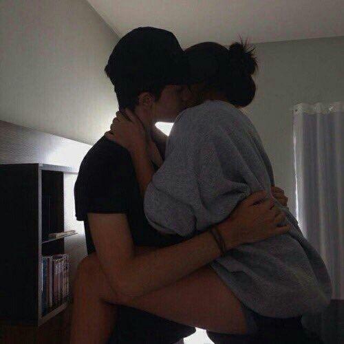 31052017 Bao lâu rồi em mới nhận được cái hôn này, em đã phải đợi bao lâu để được anh ôm vào lòng, để được 1 nụ hôn vào tóc, vào tay và cả môi Em đã đợi rất lâu, đủ để khiến em ngày càng mơ mộng về tình cảm của mình
