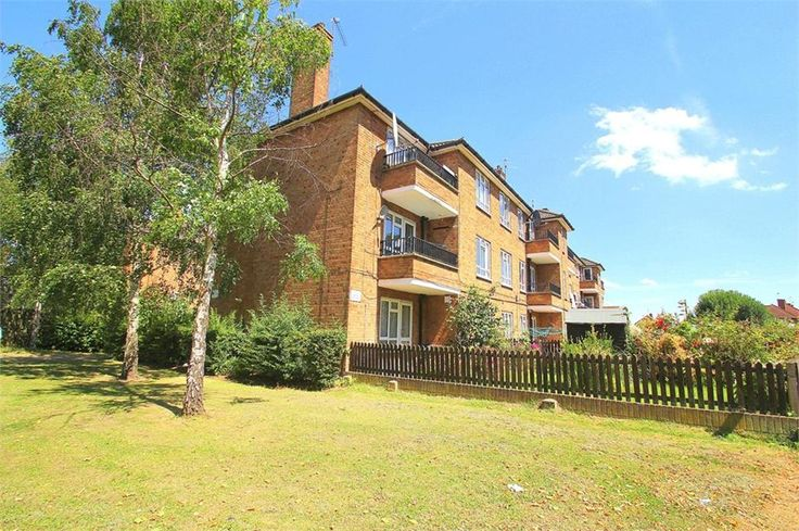 Reddington Drive, #Langley £750 PCM Freehold  One double bedroom #flat Separate kitchen Balcony Four minutes away from M4