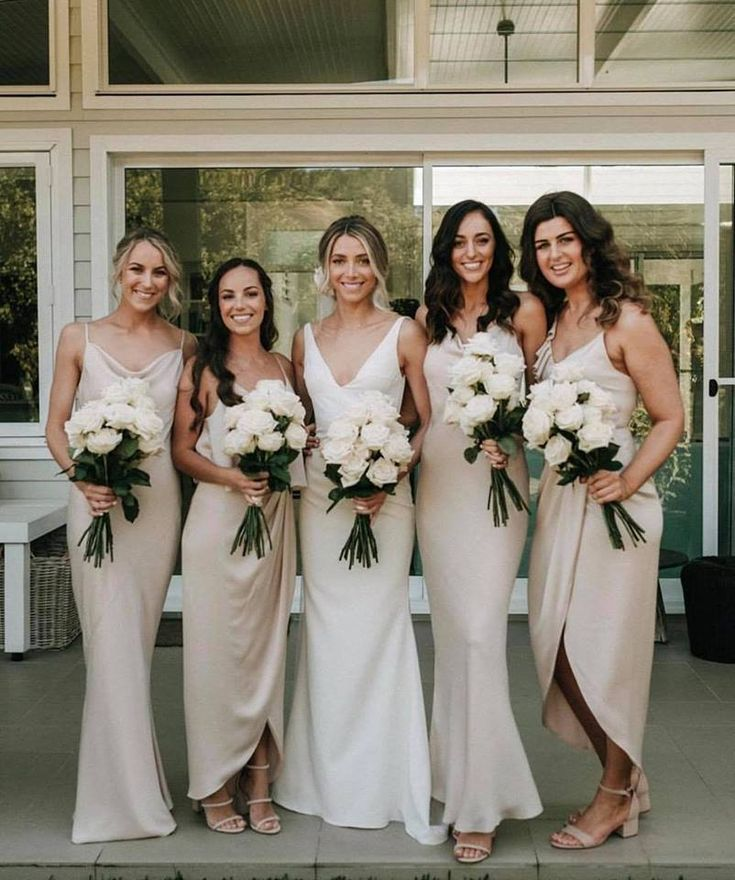 Bride With Her Bridesmaids In Neutral Colors With White Cream Bouquets Champagne Bridesmaid Dresses Wedding Dress Champagne Champagne Bridesmaid