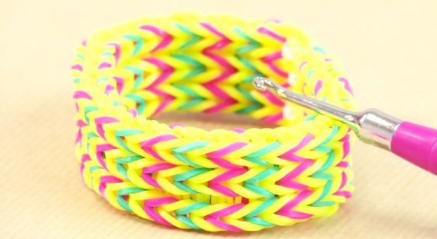 les 25 meilleures id es de la cat gorie elastique loom sur pinterest bracelets rainbow loom. Black Bedroom Furniture Sets. Home Design Ideas