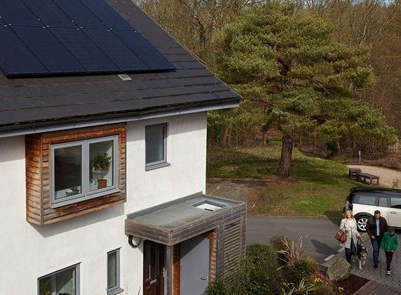 IKEA wil je graag inspireren thuis duurzamer te leven en tegelijkertijd op je kosten te letten. Kies voor zonne-energie om zelf schone energie op te wekken en geld te besparen. | #IKEA #IKEAnl #recyclen #upcyclen #duurzaam #duurzaamheid #DagvandeDuurzaamheid #milieu #milieubewust #sorteren #bewust #levensstijl