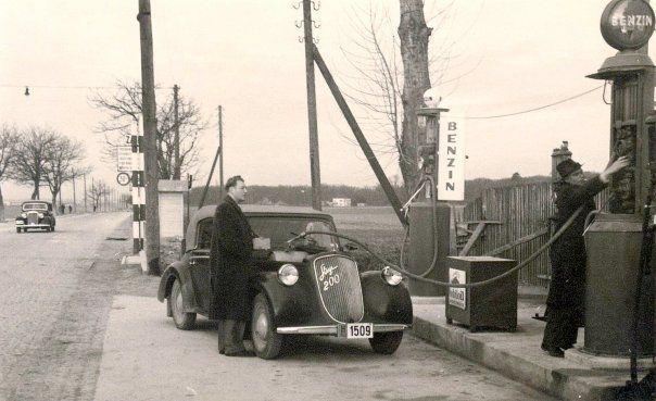Benzinska Pumpa Na Maksimirskoj Cesti Vjerojatno Kod Sadasnjeg Okretista U Dubravi 1940 Godine Zagreb Croatia Zagreb Croatia
