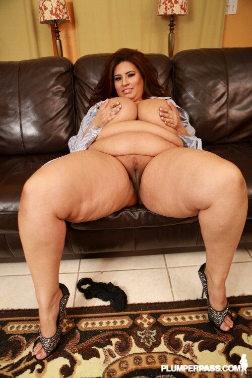 Ssbbw mandy majestic crushes and smothers fan - 2 part 2