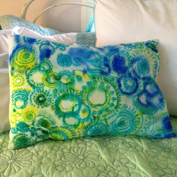 DIY sharpie & rubbing alcohol tie-dye pillow