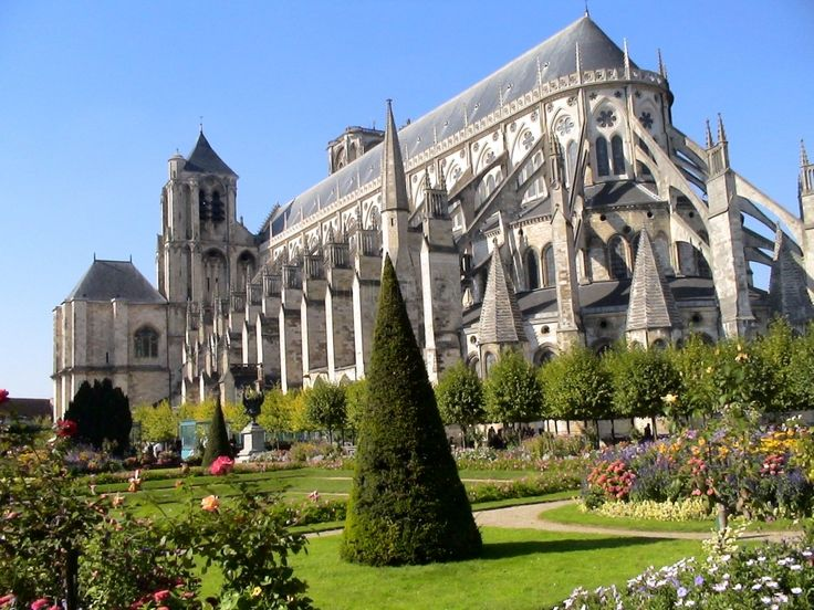 France.  Bourges Cathedral. // by Hector Navarro
