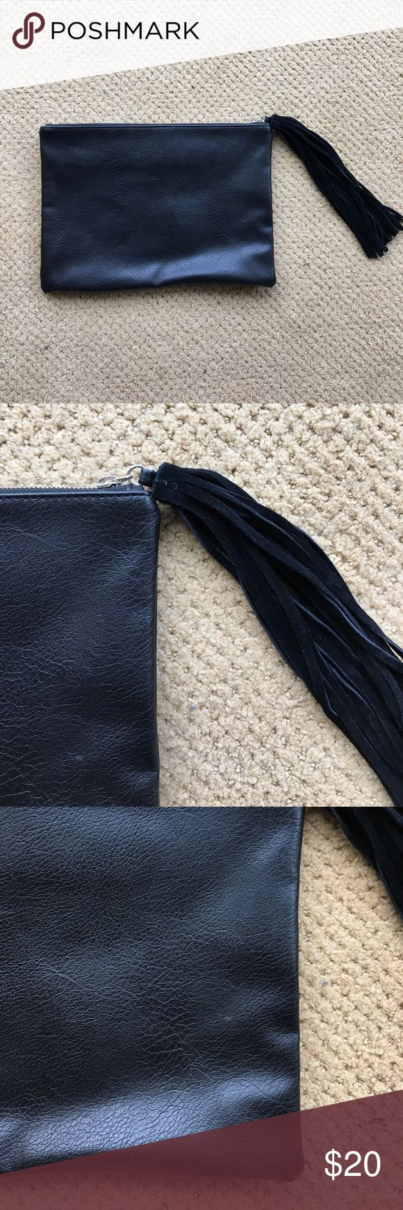 Forever 21 black leather clutch 🎀 Forever 21 black fake leather clutch, used twice. Looks brand new, very fashionable. Easy to wear. Forever 21 Bags Clutches & Wristlets