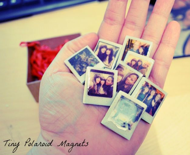 Christmas Gifts! Tiny Polaroid Magnets | http://diyready.com/28-diy-gifts-for-your-girlfriend-christmas-gifts-for-girlfriend/