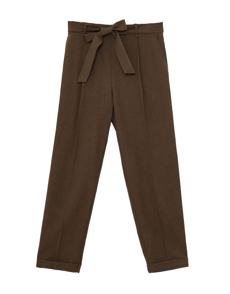 ¡Cómpralo ya!. Pantalón jogger tipo tailoring. Pantalón jogger tipo tailoring , pantalónjogger, joggers, jogging, joggings, jog, jogger, hosejogger, joggers, pantalonjoggeur, pantalonejogger, joggers. Pantalón jogger  de mujer color caqui de Pull & Bear.