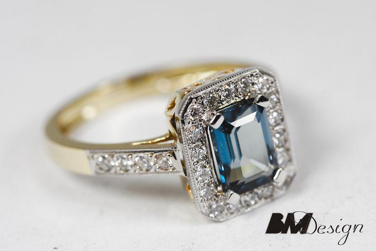 Pierścionek z topazem i diamentami, w starym stylu. Projekt i wykonanie Bm Design. Wykonany z dwóch kolorów złota. Złotnik Rzeszów, biżuteria na zamówienie Rzeszów, BM Rzeszów