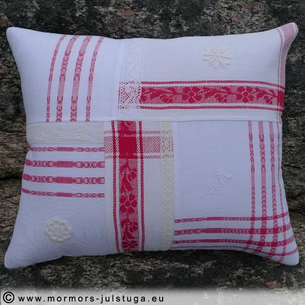 Kudde sytt av duk,handdukar och spetsar. Pillow made of tablecloths, towel and lace.