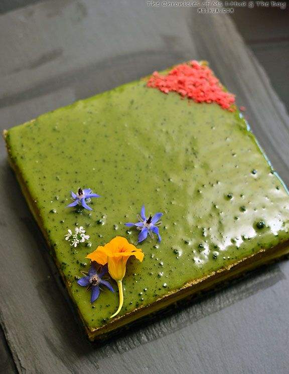 Now that I'm all about baking, I'm also all about setting new challenges for myself in the kitchen. Here is a Matcha Opera Gateau I made last weekend :)