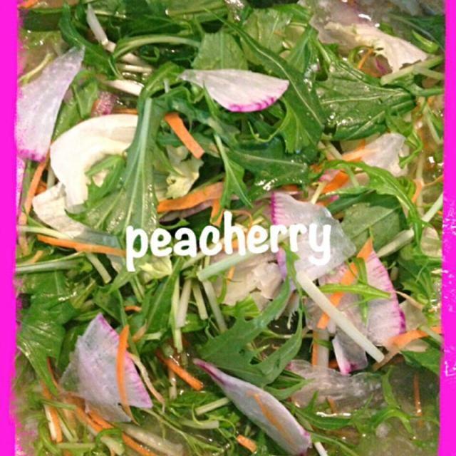 今日は仕事だし姉妹は給食なしだし… 旦那様は腹減った〜と起きてきたので早めのお昼ご飯準備!  この前の塩ちゃんこ鍋のスープの残りを保存していたので、これまたサラダ用に保存していた野菜を入れて…つづく。 - 24件のもぐもぐ - 残り物の塩ちゃんこ鍋スープにサラダ用に保存していた野菜を入れて by peacherry