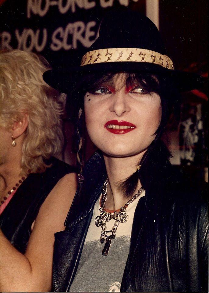 "bottom-dave-gahan: ""Album Autogrammstunde bei Virgin Records, 1982 """