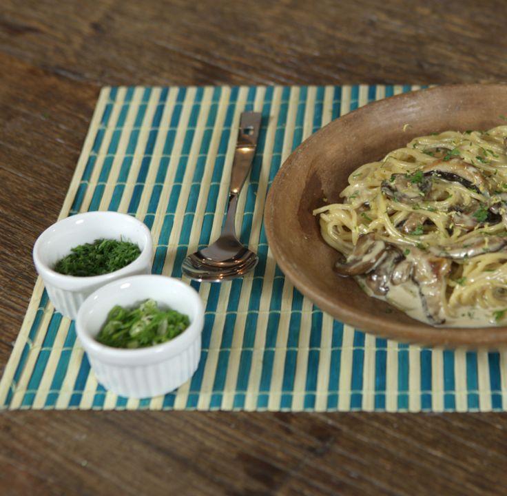 Spaghettini com Creme de Cogumelos, feito pela Luanda e pelo Mohamad na série Prato do Dia.