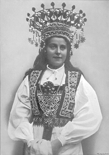 Norwegian bride in traditional garment and huge crown. Photo from early 20th century.