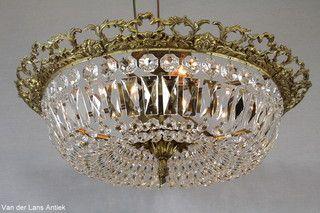 Plafonniere met kristallen 26080 bij Van der Lans Antiek. Meer kristallen lampen op www.lansantiek.com