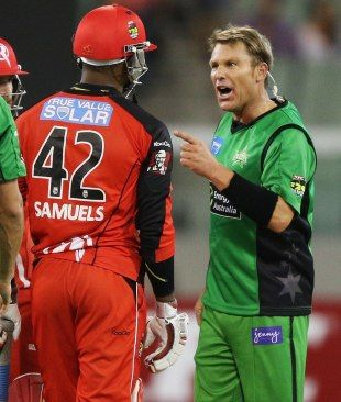 A miked-up Shane Warne remonstrates with Marlon Samuels, Melbourne Stars v Melbourne Renegades, Big Bash League, MCG, January 6, 2013