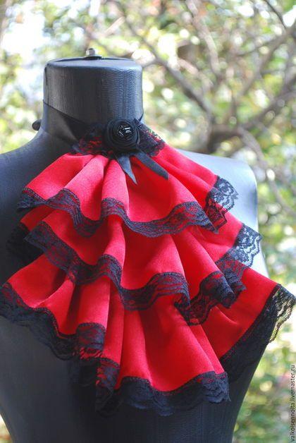 Купить или заказать Атласное жабо ' Красная королева' в интернет-магазине на Ярмарке Мастеров. Красное атласное жабо, с черными кружевами и черной розой.