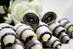 Nisam ljubitelj ni maka ni slatkiša ali ove su me kiflice osvojile još kad sam ih prvi put videla. Nena  ih je napravila tako dobro, da ht...