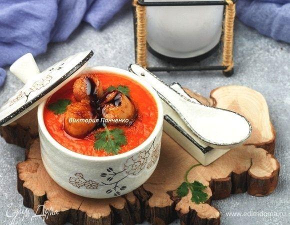 Японский томатный суп с глазированными гребешками Предлагаем вам попробовать густой, ароматный томатный суп с морепродуктами. В данном варианте используются морские гребешки, но их при желании можно заменить на мидии, креветки, кальмары. Либо использовать морской коктейль. #едимдома #рецепт #готовимдома #кулинария #домашняяеда #томатныйсуп #японскаякухня #гребешки #морепродукты #обед #первое