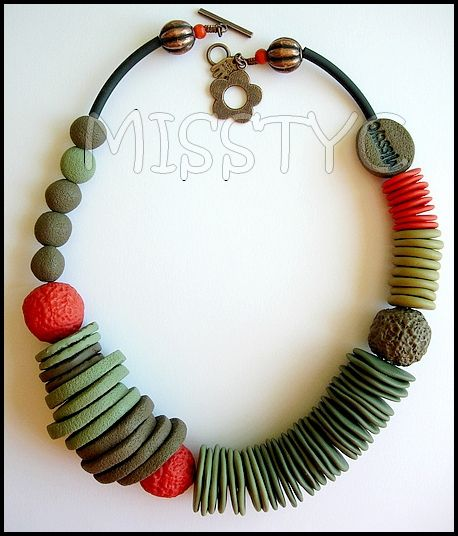 Misstyc created this necklace: so simple, just imagine it is a variety of color choices