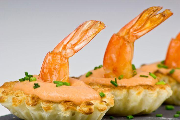 Una crema espesa con todo el sabor de los langostinos montada sobre unos pastelitos de hojaldre