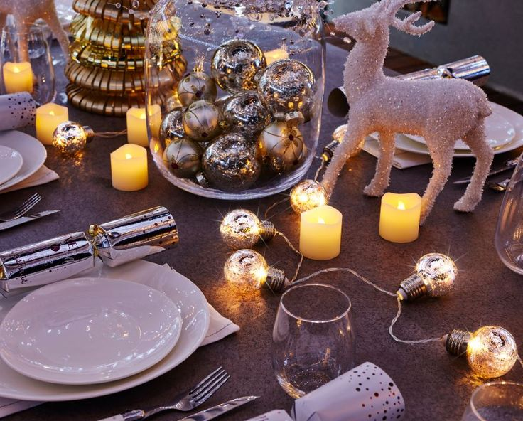 Warm solar globes to decorate your dining table #festive #gold