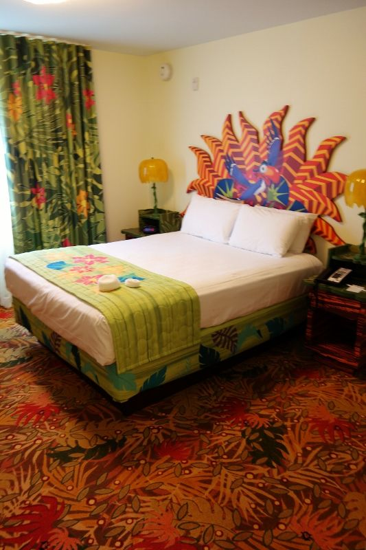 Master-Queen-Bed-in-Lion-King-Family-Suite-at-Disneys-Art-of-Animation-Resort-from-yourfirstvisit.net_ (533x800)
