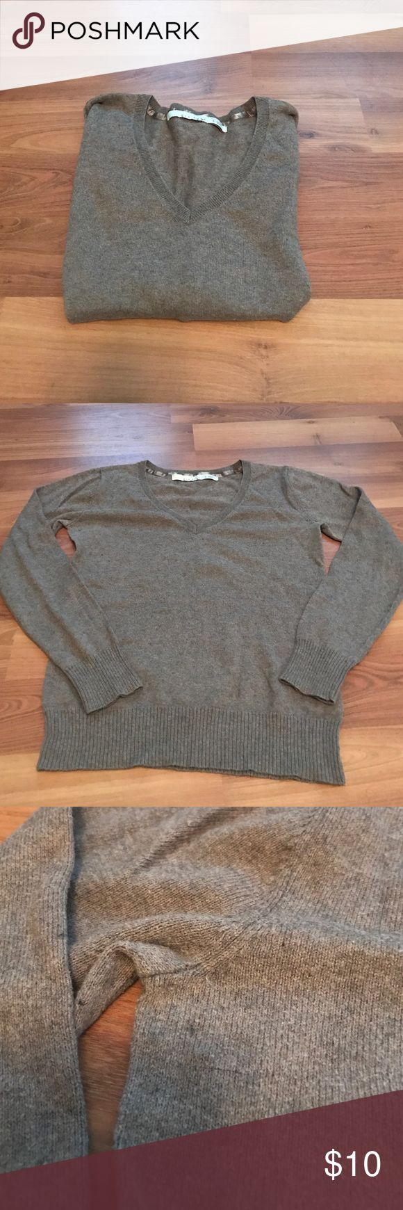 Old Navy V-neck brown sweater Old Navy V-neck brown sweater size small lightly worn but still in great condition Sweaters V-Necks