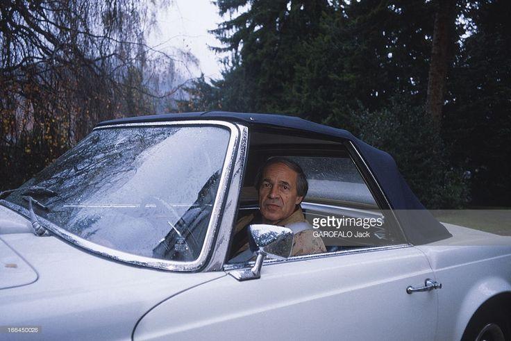 Close-Up Of Pierre Boulez. Pierre BOULEZ, 58 ans, au volant de sa Mercedes décapotable devant sa maison de Baden-Baden, en Allemagne, où il séjourne plusieurs fois par an. Février 1983.