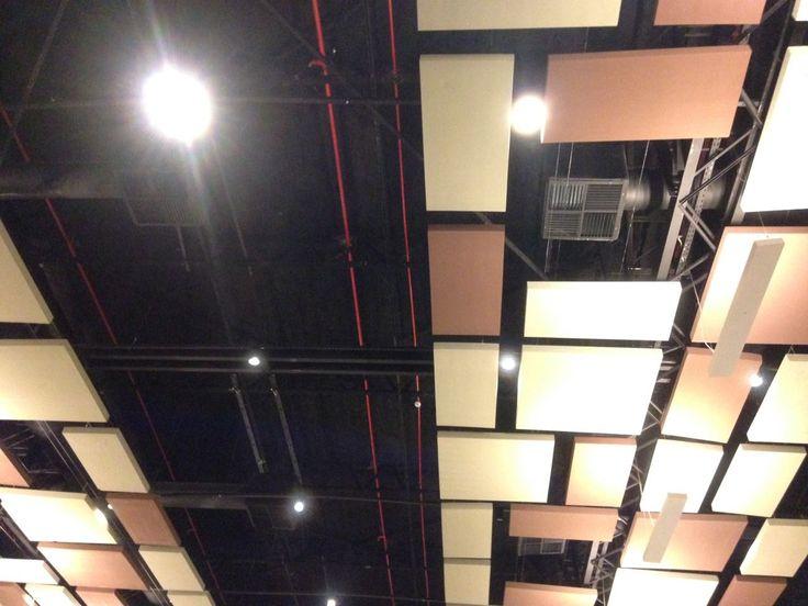 Painéis de forro acústico e instalações expostas - Holliday Inn - Natal/RN