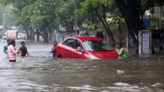 Mumbai flooding causes transport chaos