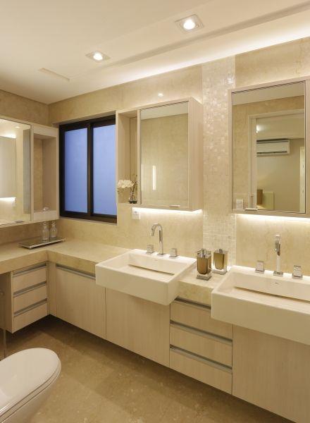 Banheiro com pastilhas madrepérola - Romero Duarte & Arquitetos