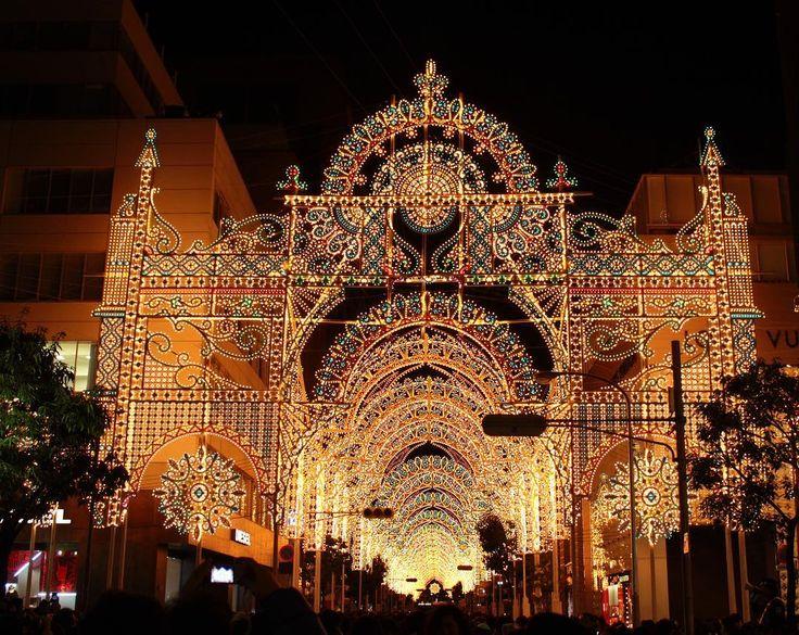 次の休みが楽しみになるようなおでかけ情報を、毎日お届けしています♪ 【ルミナリエ/兵庫】 「神戸ルミナリエ」と言えば、県外からの観光客も多く訪れる神戸の冬の風物詩です。まるでステンドグラスのようなきめ細やかなデザインはとても神秘的で、冬場のデートスポットとしても人気を博しています。  #兵庫#兵庫観光#兵庫旅行#神戸#神戸ルミナリエ#ルミナリエ#イルミネーション#イルミ#冬デート#デートスポット#絶景#日本の絶景#写真部#写真好きな人と繋がりたい#japan#hyogo#beautiful#travel#instatravel#instagood#trip#icotto  ルミナリエが紹介されている記事はこちら 夢と希望の光が輝く。神戸ルミナリエの歴史&見どころ【2016】 https://icotto.jp/presses/4613 □記事へのリンクはプロフィールにあります□