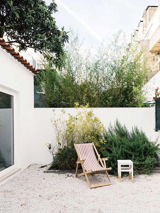 outdoor studio patio with striped lounger via micasa. / sfgirlbybay | outdoor