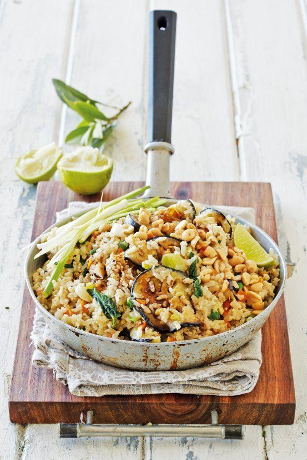 Smažená zelenina s rýží a vejcem